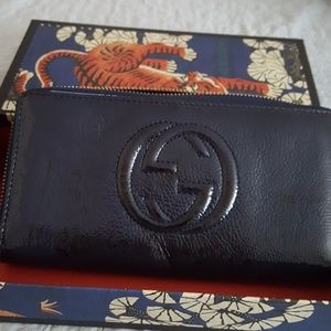 Gucci navy patent wallet